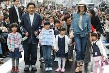 枝野幸男は足が短い、顔が大きい、米倉涼子はスタイル抜群